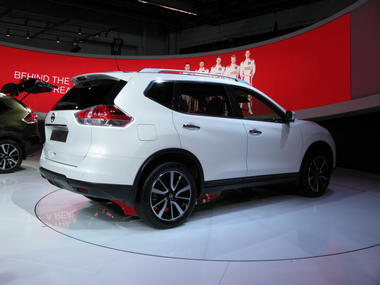 nissan x trail kofferraum neuer nissan x trail komplett neues design und gro es. Black Bedroom Furniture Sets. Home Design Ideas