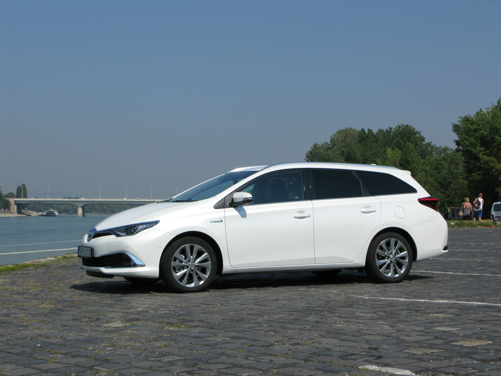 auris touring sports overview features toyota uk autos post