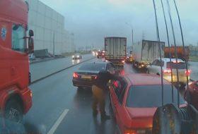 e-osztály, közlekedésbiztonság, mercedes-benz, oroszország, passat, videó, volkswagen