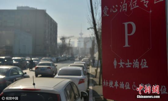 Egy kínai város külön parkolókat hozott létre a nőknek