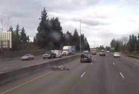 autópálya, baleset, motoros, vicces, videó