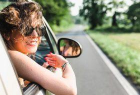 bérautó, hőség, közlekedés, légkondicionáló, nyár, nyári gumi