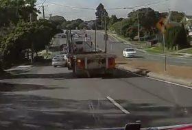 ausztrália, baleset, kamion, opel astra, teherautó, videó