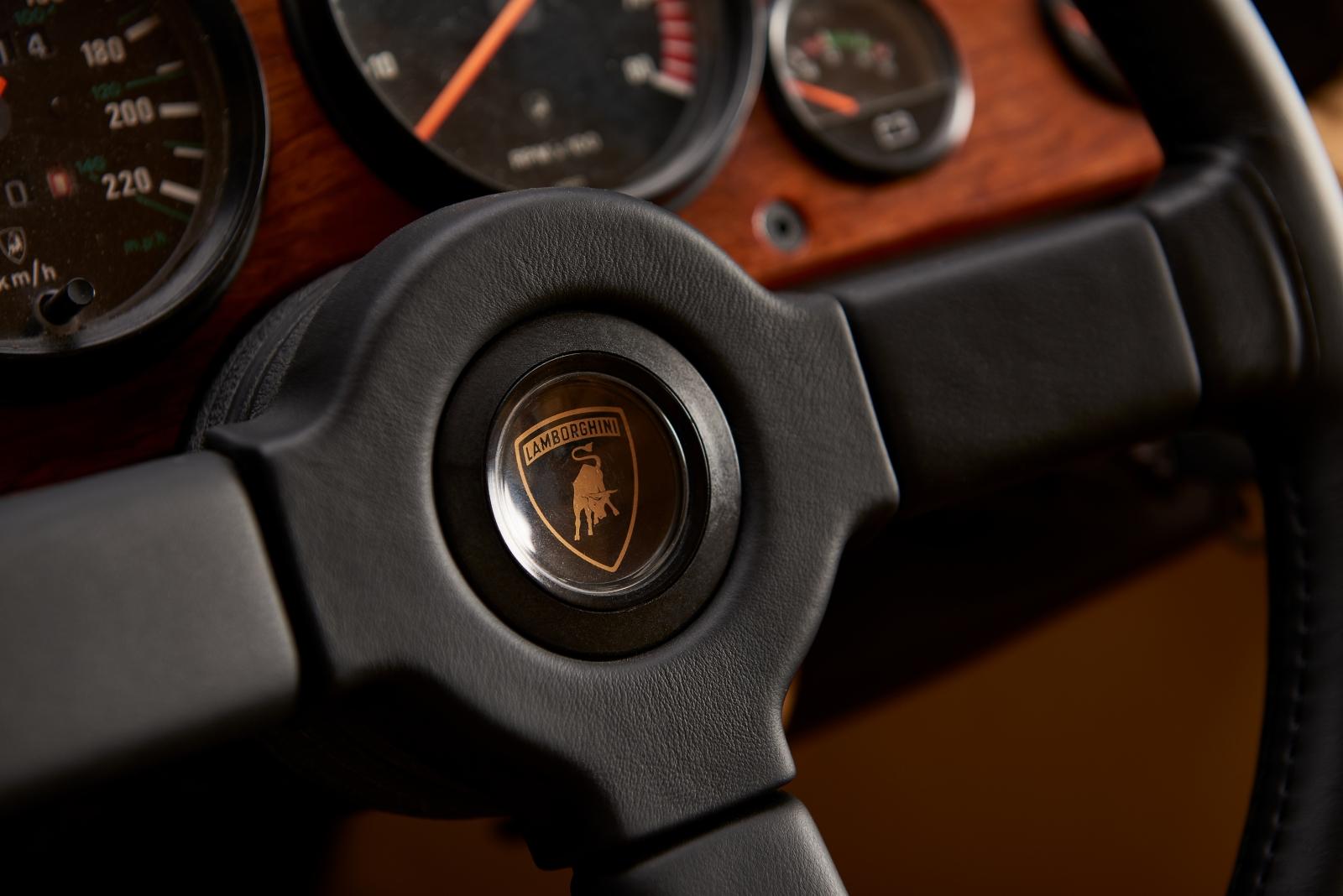Lamborghini LM002