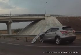 autóbaleset, autós videó, oroszország, teherautó, új nissan, új qashqai