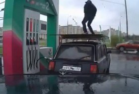 benzin, benzinkút, kamera, orosz, tánc, tankolás