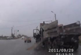 baleset, kamion, orosz, részeg sofőr, teherautó, videó