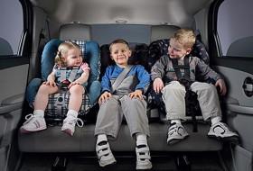 baleset, gyerek, gyerekülés, kresz
