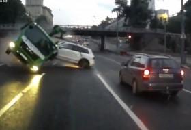 autóbaleset, autós videó, baleset, touareg, videó, volkswagen