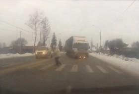 baleset, gyalogos, oroszország, videó, zebra