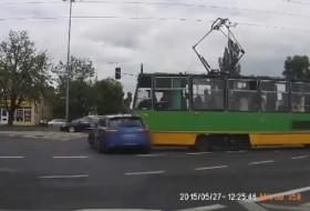 audi, baleset, lengyel, rs6, szabálysértés, villamos