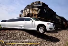 300c, baleset, chrysler, limuzin, videó, vonat