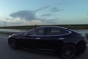 bmw i8, elektromos autó, gyorsulási verseny, model s, p85d, tesla, videó