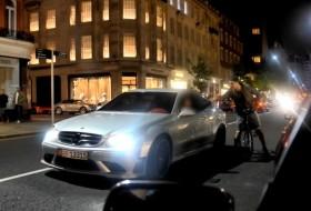 autós videó, bicikli, clk, gyorsulás, london, mercedes clk