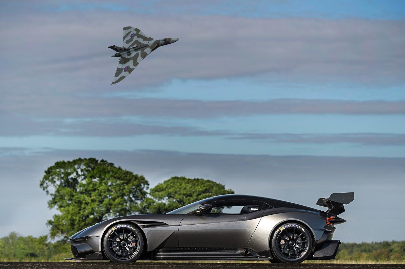 Aston Martin Vulcan és Avro Vulcan