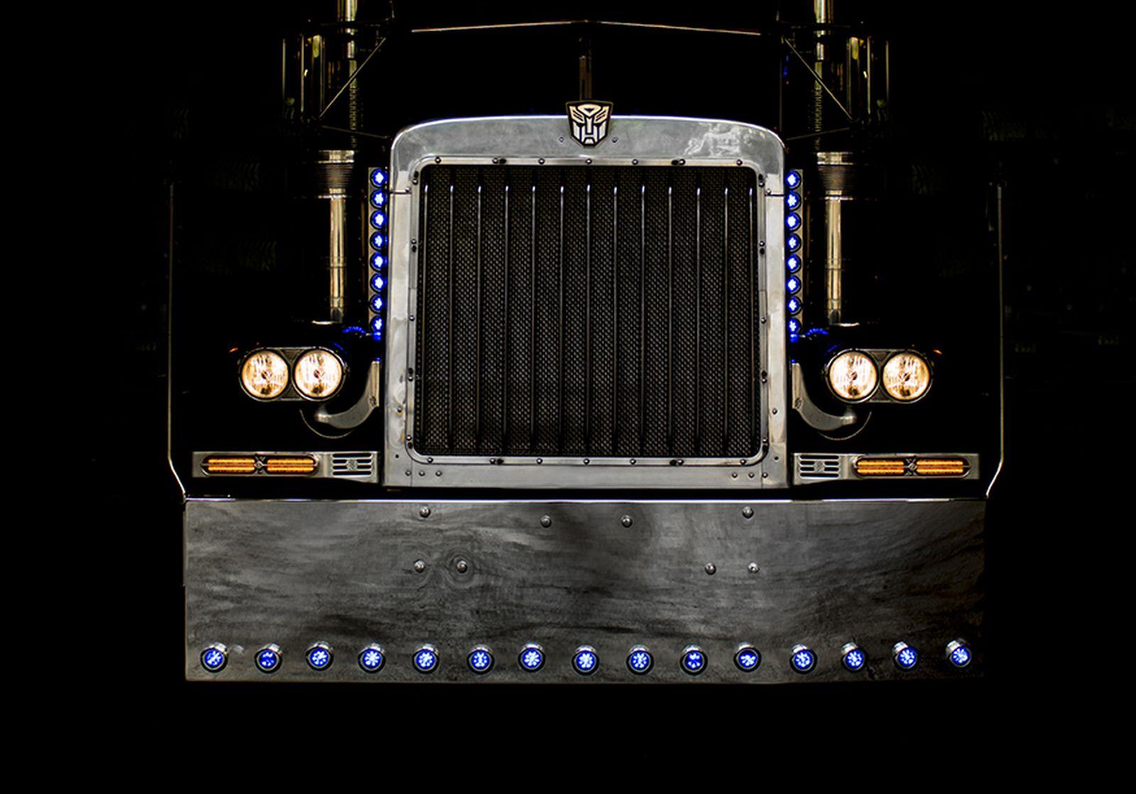 1992 Peterbilt 379 Transformers Optimus Prime stunt truck