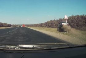 autós videó, baleset, előzés, lada, samara