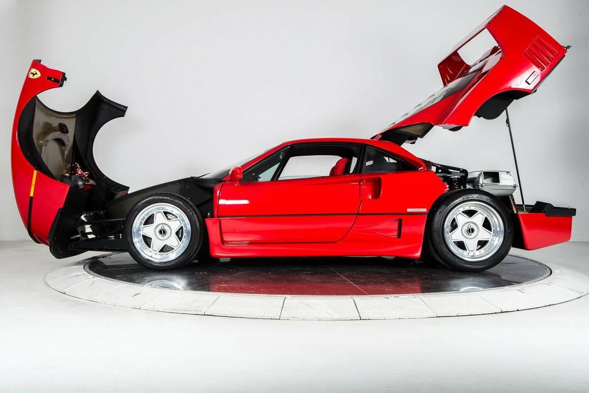 másfélmillió dolláros Ferrari F40