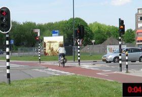 bicikli, biztonság, hollandia, közlekedési lámpa