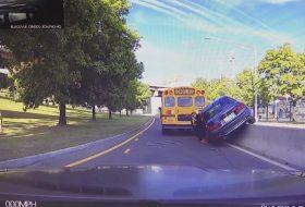 3-as, autóbusz, baleset, bmw, szabálysértés, videó
