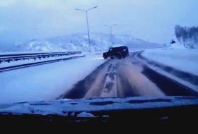 autóbaleset, g-osztály, hó, jég, mercedes-benz, videó