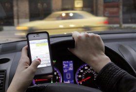 autóvezetés, biztonságos vezetés, iphone, mobiltelefon, telefonálás