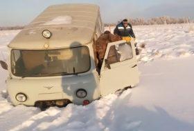 baleset, jég, orosz, uaz, videó