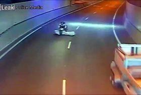 ausztrália, baleset, motoros, pickup, toyota, videó
