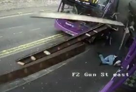 anglia, baleset, gyalogos, vicces, videó