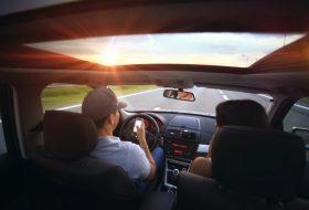 autóbaleset, baleset, mobiltelefon, sms, telefonálás, vezetés