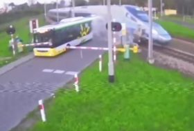 autóbusz, baleset, lengyel, videó, vonat