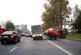 autóbaleset, mitsubishi, oroszország, videó, volvo