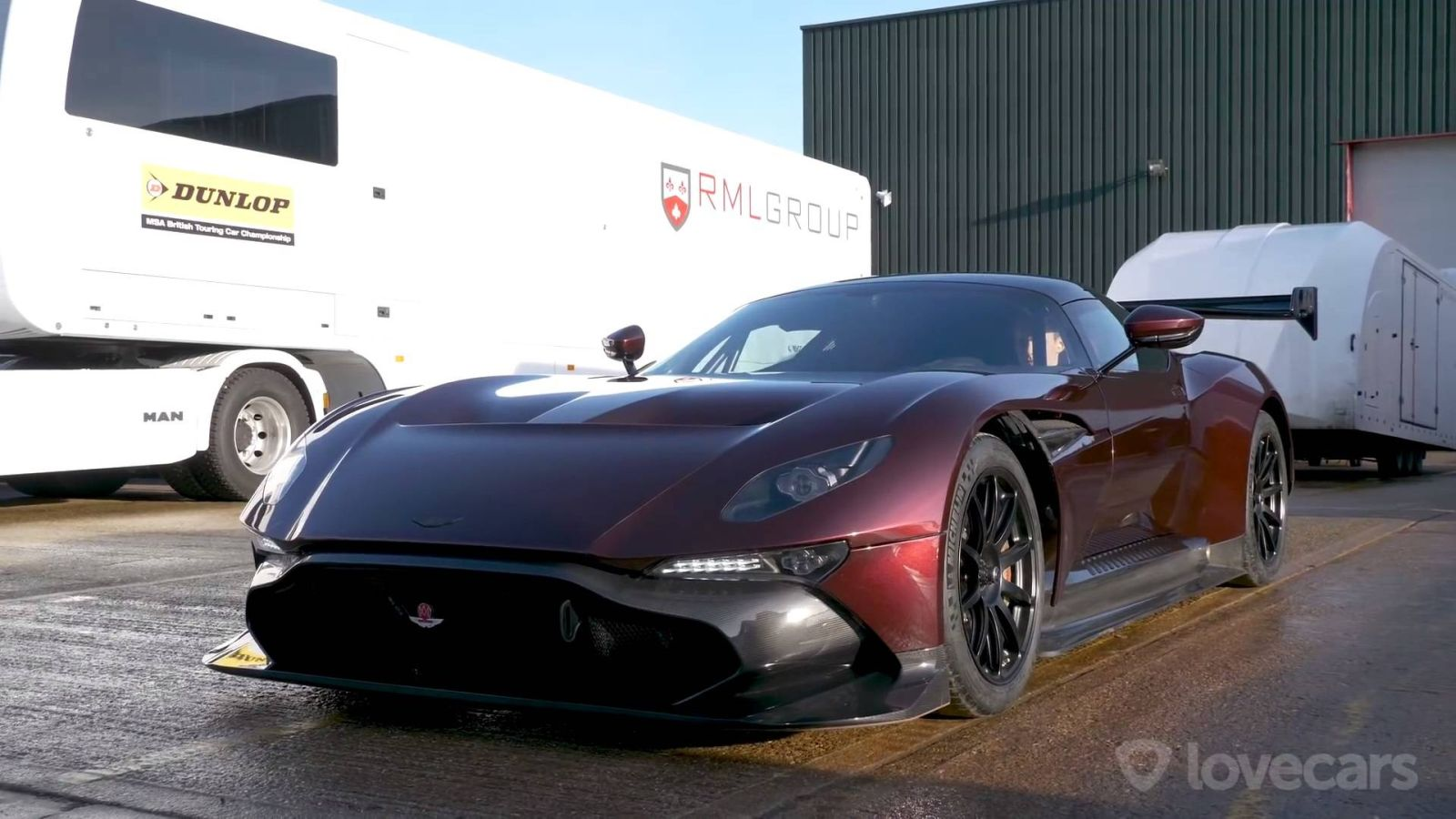 Az egyetlen utcai Aston Martin Vulcan