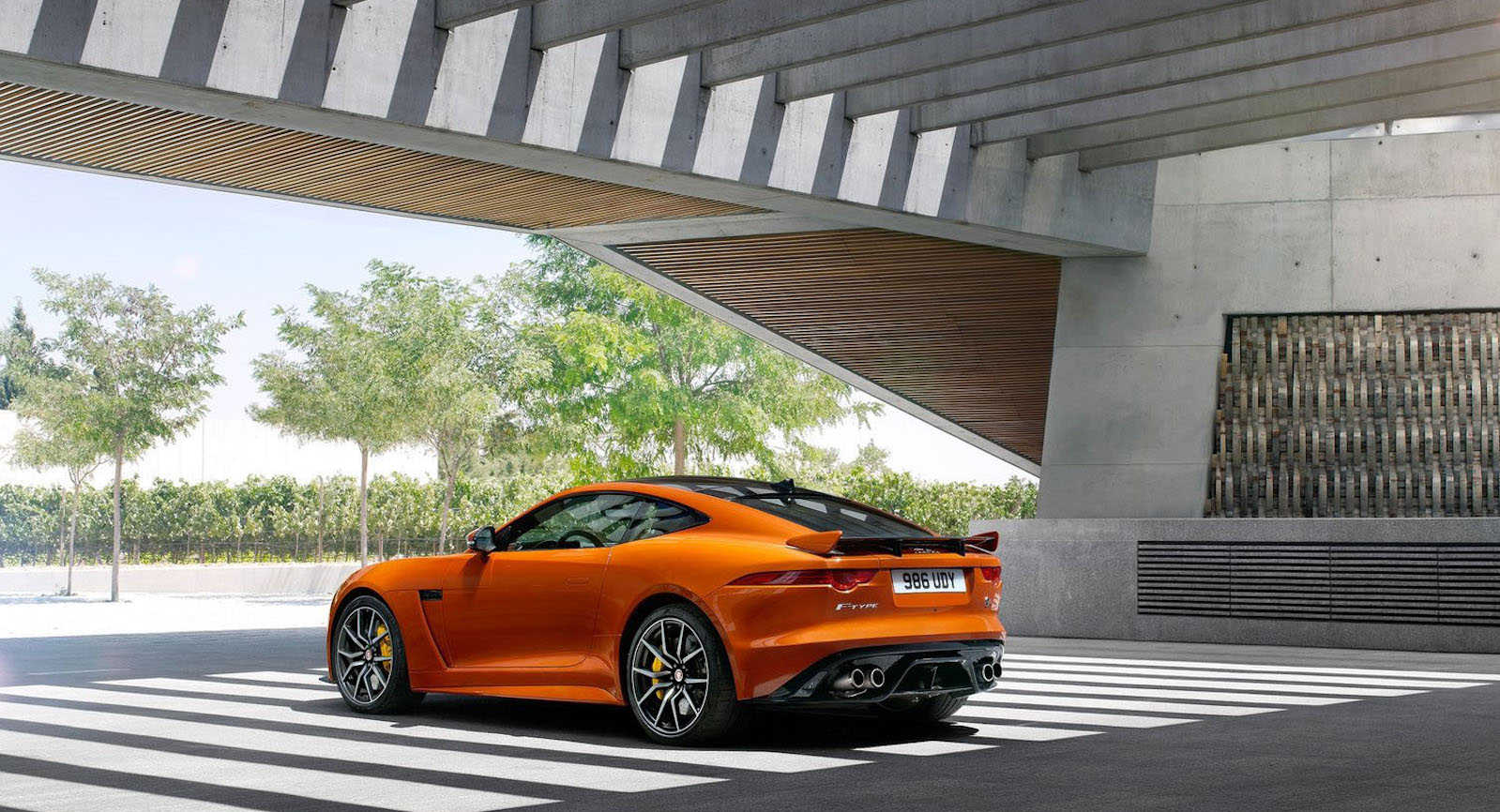 Jaguar F-Type SVR bérautó