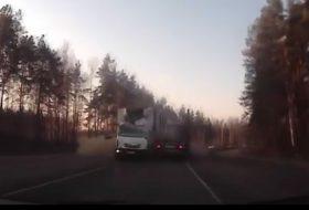 autóbaleset, autós videó, kamion