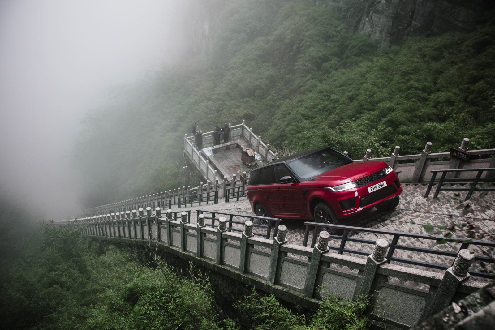 Range Rover Sport P400e a Mennyország Kapujánál