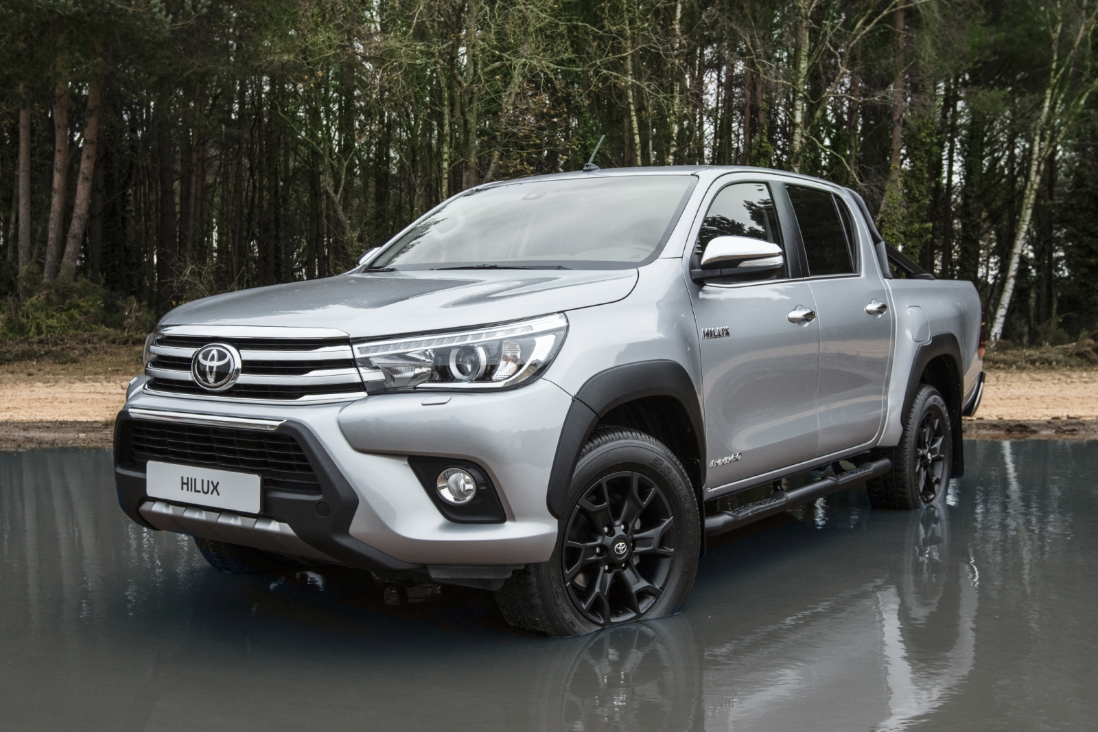 Hilux Invincible 50 Black Edition