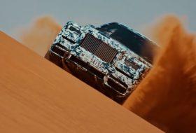 autós videó, dubai, sivatag, suv, terepjáró, új rolls-royce