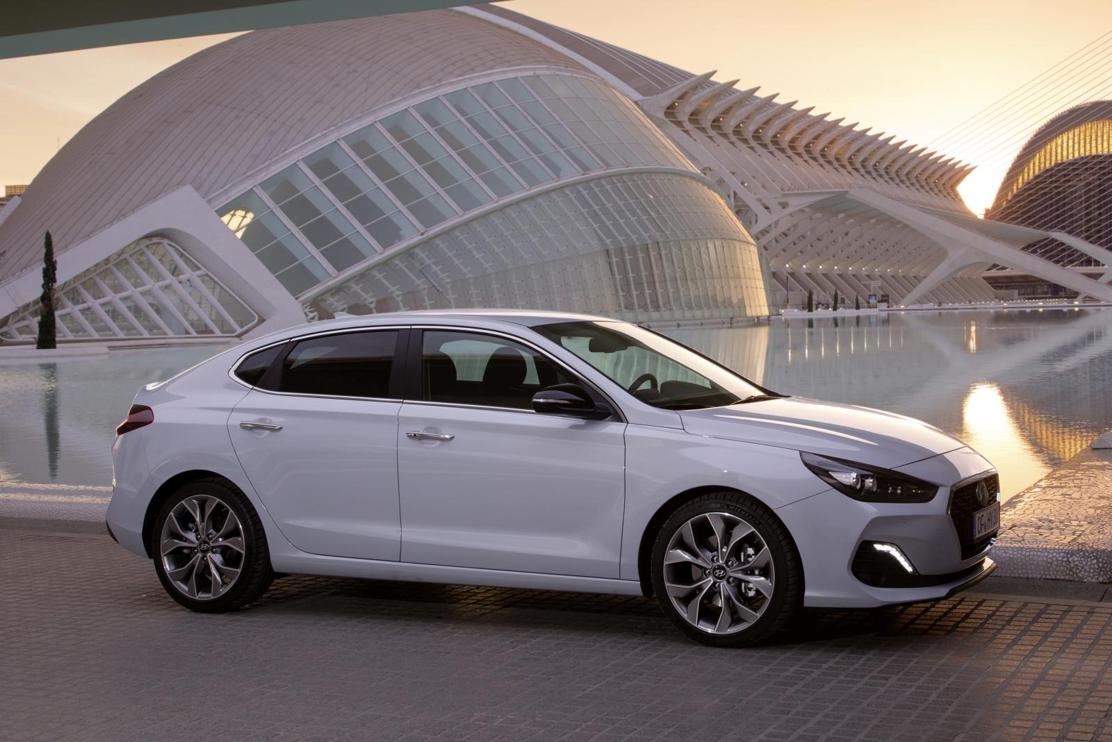 hyundai-all-new-i30-fastback-2018-exterior-19-hires