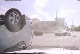 autóbaleset, autós videó, outlander, taxi, új mitsubishi