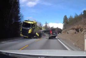 autóbaleset, autós videó, kamion, pov video, új volvo