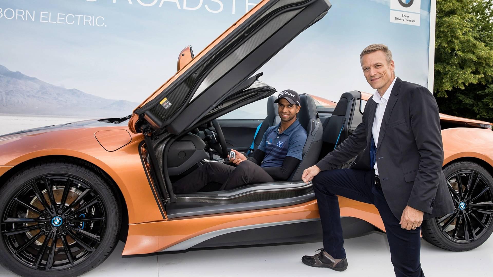 Golfütéssel nyert BMW i8 Roadster