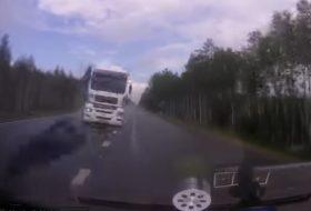 autóbaleset, autós videó, defekt, kamion
