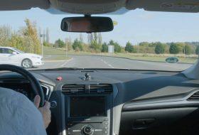 automatizált, ford, kereszteződés, közlekedés, közlekedési lámpa, önvezető