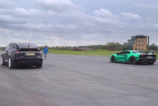 aventador s, carwow, elektromos autó, gyorshajtás, gyorsulási verseny, p100d, tesla model x, új lamborghini, zöld autó