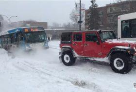 autós videó, busz, hó, jeep wrangler, téli közlekedés, terepjáró, új toyota