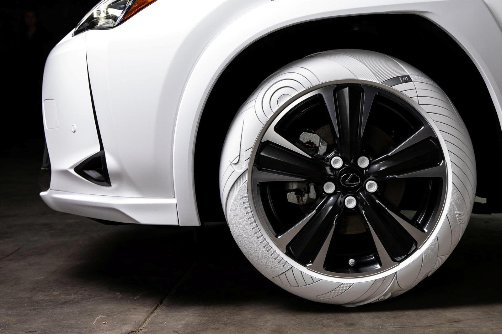 Lexus Sole of the UX