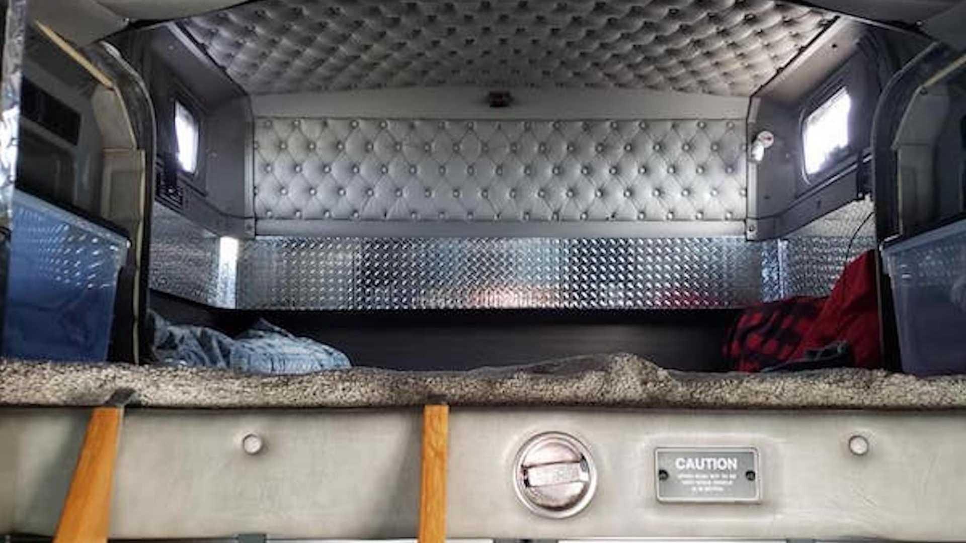 Egy tűzoltókocsiból lett lakóautó
