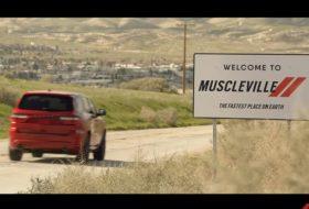 autós videó, challenger, charger, drift, durango srt, gyorsulási verseny, reklám, új dodge, vicces