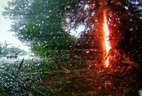 amerika, autóbaleset, elektromos, káresemény, pov video, vihar, villamos, villanyautó